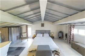 Image No.9-6 Bed Property for sale