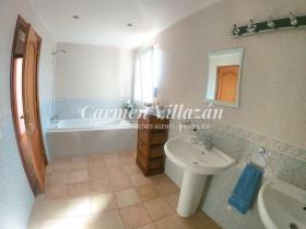 Image No.8-Villa / Détaché de 4 chambres à vendre à Triquivijate