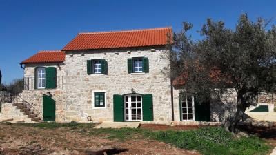 hvar-kuca-vila-bazen-prodaja-imanje-nekretnine-property-house-villa-pool-luxury-estate-croatia-villas-2-a
