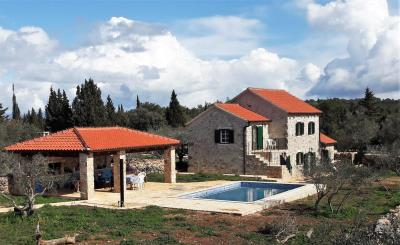 hvar-kuca-vila-bazen-prodaja-imanje-nekretnine-property-house-villa-pool-luxury-estate-croatia-villas-1