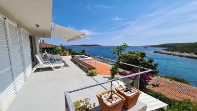 vis-island-otok-villa-pool-sale-property-estate-croatia-vila-s-bazenom-kuca-vile-vis-prodaja-nekretnine-2-a