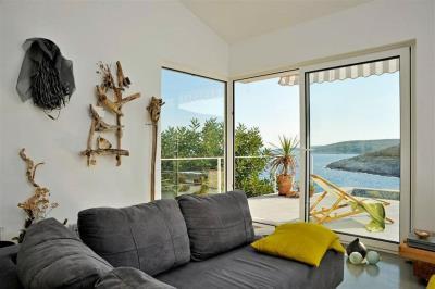 vis-island-otok-villa-pool-sale-property-estate-croatia-vila-s-bazenom-kuca-vile-vis-prodaja-nekretnine-2-c