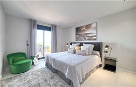 Image No.8-4 Bed Apartment for sale