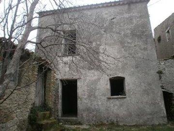 1 - Belmonte Calabro, Barn