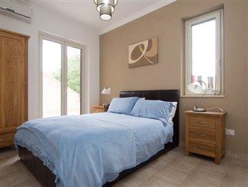 32--Casale-Di-Capo-Vatiano-Apartment-7---master-en-suite-bedroom
