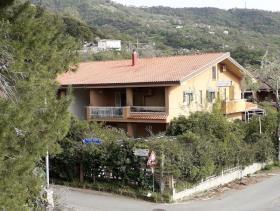 Falconara Albanese, Apartment