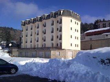 LORICA-LAGO-SILA-IN-THE-SNOW