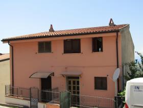 Santa Maria del Cedro, Townhouse
