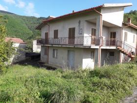 Longobardi, House