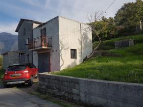 Image No.6-Maison de campagne de 3 chambres à vendre à Longobardi