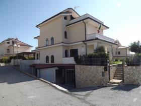 Diamante, Villa