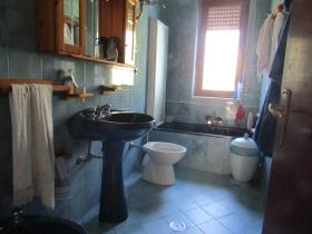 Image No.22-3 Bed Farmhouse for sale