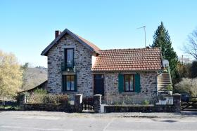 Benayes, Village House