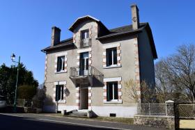 Jumilhac-le-Grand, Village House