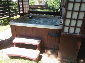 Hot-Tub-and-Gazebo-1