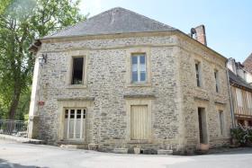 Image No.1-Maison de village de 3 chambres à vendre à Ségur-le-Château