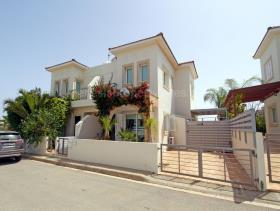 Ayia Triada, Villa