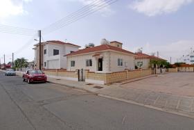 Image No.1-Bungalow de 2 chambres à vendre à Xylofagou