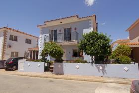 Frenaros, Villa