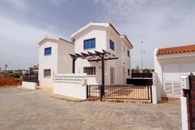 Pernera, Villa