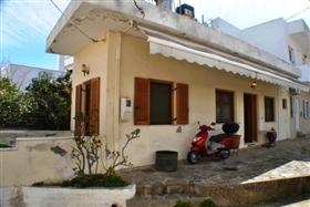Image No.0-Chalet de 1 chambre à vendre à Neapoli