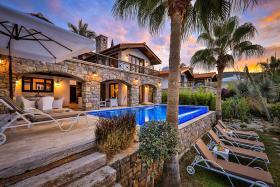 Image No.0-Villa de 4 chambres à vendre à Kalkan