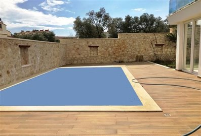 3-bed-with-pool-2