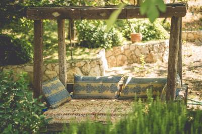 rana-evi-seating