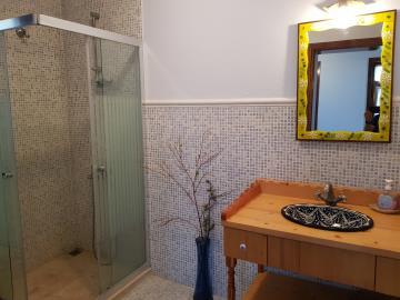 rana-evi-shower