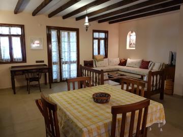 rana-evi-table