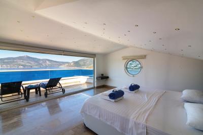 everest-blue-bedroom