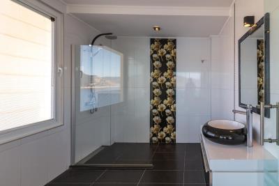 everest-flower-bathroom
