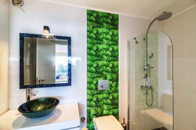 everest-green-bathroom