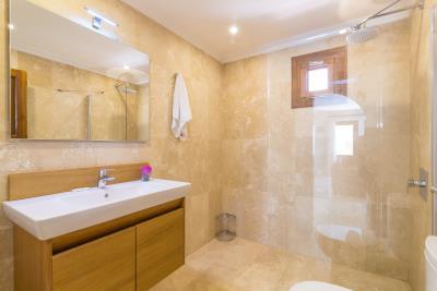 nathalie-bathroom