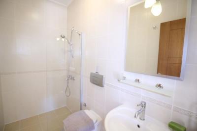 A367-bathroom