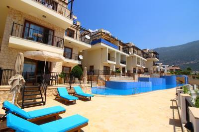 A367-pool-towards-apartment