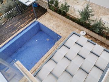 V841--pool