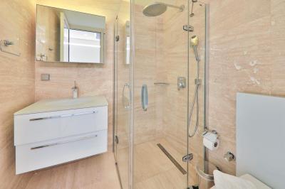 shower-cabinet