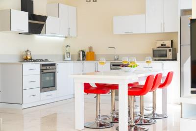 kitchen-and-red-chairs