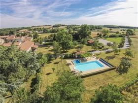Image No.0-Maison de 9 chambres à vendre à Saint-Ciers-sur-Bonnieure