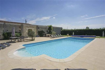 maison-de-maitre-with-swimming-pool-for-sale-