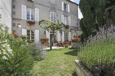 townhouse-with-garden-for-sale-in-jarnac-char