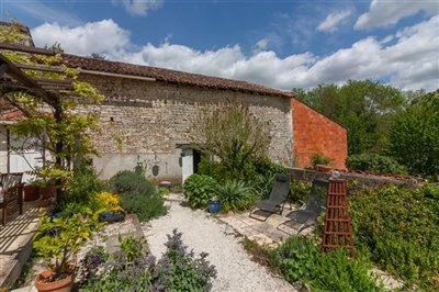 house-with-barns-for-sale-in-puyreaux-mansle-