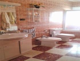 Image No.20-4 Bed Chalet for sale