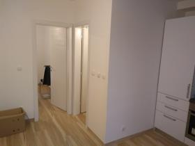 Okrug Gornji, Apartment
