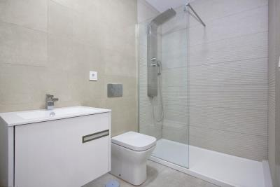 Aqua-Beach---bathroom--1-