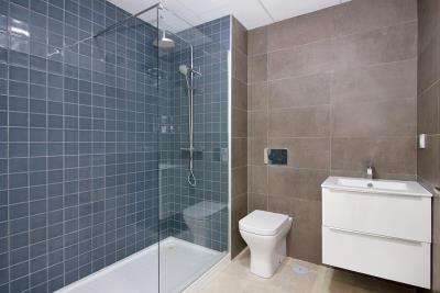 Aqua-Beach---bathroom--3-