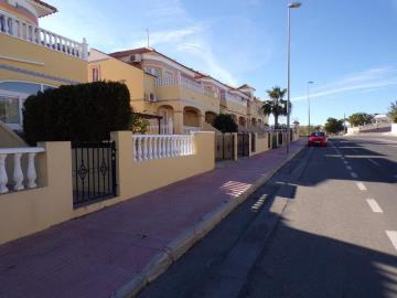 town-house-for-sale-in-villamartin-20