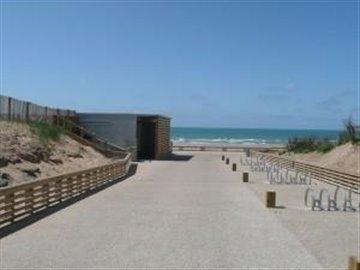 Walkway_by_local_beach