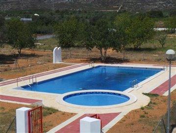 Swimming_pool_on_site-6